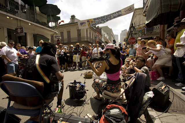 Street performers at French Quarter Festival